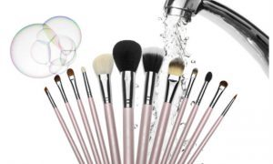 Chelsea Crockett - Makeup Brushes
